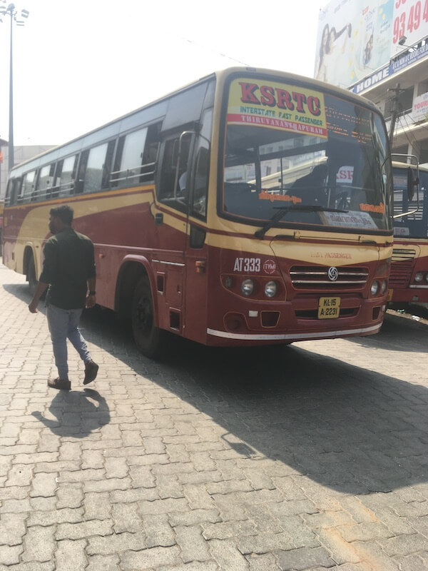インド,コーラム ,トリバンンドラム,バス